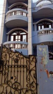 Gallery Cover Image of 3000 Sq.ft 5 BHK Independent House for buy in Sector 110 for 9500000