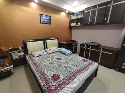 Gallery Cover Image of 1100 Sq.ft 2 BHK Apartment for rent in Bow Bazaar for 30000