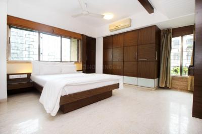 Gallery Cover Image of 3000 Sq.ft 3 BHK Apartment for rent in Bandra West for 300000