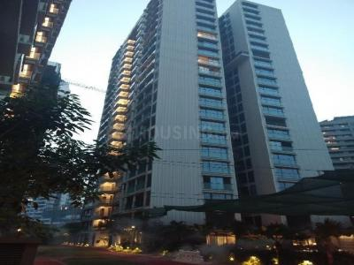 Gallery Cover Image of 2400 Sq.ft 4 BHK Apartment for rent in Rustomjee Seasons, Bandra East for 300000