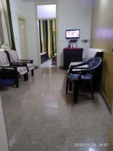 Gallery Cover Image of 800 Sq.ft 2 BHK Independent Floor for rent in Niti Khand for 16000