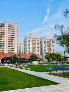 Gallery Cover Image of 2040 Sq.ft 3 BHK Apartment for buy in SPR Imperial Signature, Sector 82 for 8000000