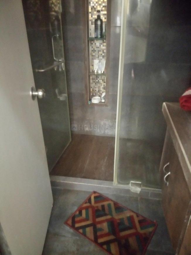 Bathroom Image of 600 Sq.ft 1 BHK Apartment for rent in Andheri West for 35000