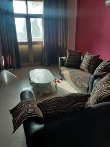 Gallery Cover Image of 1400 Sq.ft 2 BHK Apartment for rent in City Cooperative Society, Sector 55 for 28000