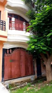 Gallery Cover Image of 1200 Sq.ft 5 BHK Independent House for buy in Kalindipuram for 4000000
