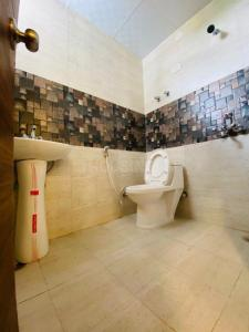 Bathroom Image of 1300 Sq.ft 3 BHK Apartment for buy in Ambesten Twin County, Noida Extension for 3250000