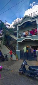 Gallery Cover Image of 2000 Sq.ft 5 BHK Independent House for buy in J P Nagar 8th Phase for 14500000