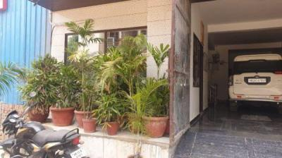 Parking Area Image of Iyra House in Sector 18