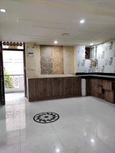 Gallery Cover Image of 700 Sq.ft 2 BHK Apartment for buy in LIG Flat, Sarita Vihar for 4400000