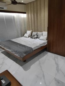 Gallery Cover Image of 1337 Sq.ft 2 BHK Apartment for buy in Mira Road East for 11000000