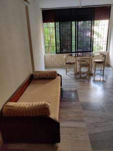 Gallery Cover Image of 970 Sq.ft 2 BHK Apartment for rent in HDIL Dheeraj Gaurav Heights, Andheri West for 55000