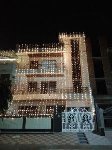 Gallery Cover Image of 132 Sq.ft 3 BHK Independent Floor for rent in Sector 10A for 22000