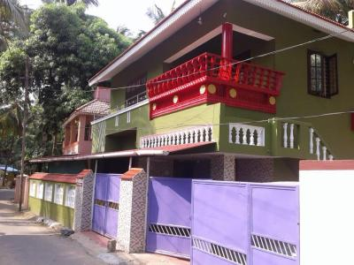 Gallery Cover Image of 2000 Sq.ft 4 BHK Independent House for buy in Kanjikode for 11000000