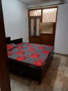 Gallery Cover Image of 600 Sq.ft 1 BHK Independent Floor for rent in Govindpuri for 10000