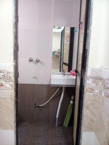 ऐरोली में नित्या सेरविसेस के बाथरूम की तस्वीर