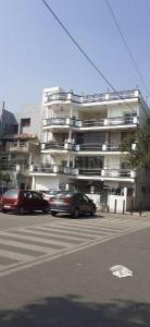 Gallery Cover Image of 1800 Sq.ft 3 BHK Apartment for buy in Mayur Vihar II for 27500000