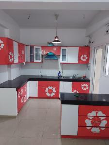Gallery Cover Image of 1585 Sq.ft 3.5 BHK Apartment for rent in Sector 121 for 17000