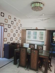 Gallery Cover Image of 1475 Sq.ft 2 BHK Independent Floor for rent in SS Mayfield Garden, Sector 51 for 28000
