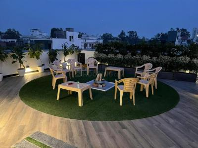 Gallery Cover Image of 3600 Sq.ft 4 BHK Apartment for buy in RWA Greater Kailash 2 Block E, Greater Kailash for 100000000