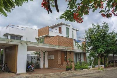 Gallery Cover Image of 2610 Sq.ft 3 BHK Villa for buy in Sterling Villa Grande, Krishnarajapura for 26899990