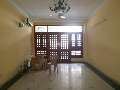 Gallery Cover Image of 1800 Sq.ft 3 BHK Independent Floor for buy in Vasant Kunj for 50000000