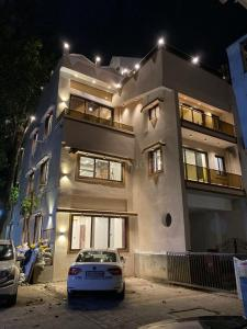 Gallery Cover Image of 3150 Sq.ft 5 BHK Villa for rent in Andheri West for 450000