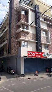 Gallery Cover Image of 1100 Sq.ft 2 BHK Independent Floor for rent in Shanti Nagar for 25000