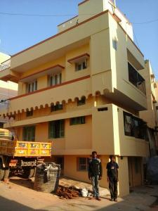 Gallery Cover Image of 450 Sq.ft 1 BHK Independent Floor for rent in Adugodi for 15000
