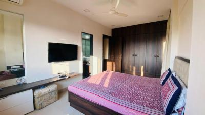 Gallery Cover Image of 1500 Sq.ft 3 BHK Apartment for rent in Mahavir Apartments, Andheri West for 80000