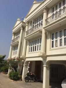 Gallery Cover Image of 3429 Sq.ft 4 BHK Independent House for buy in Science City for 17500000