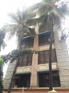 Gallery Cover Image of 920 Sq.ft 2 BHK Apartment for rent in Khar West for 68000