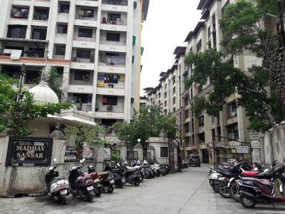 Gallery Cover Image of 980 Sq.ft 1 BHK Apartment for rent in Kalyan West for 9000