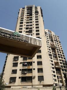 Gallery Cover Image of 1100 Sq.ft 1 BHK Apartment for rent in Malad East for 40000