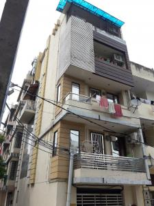 Gallery Cover Image of 500 Sq.ft 1 RK Independent Floor for rent in Ashok Vihar for 11000