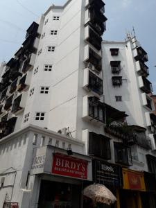 Gallery Cover Image of 6496 Sq.ft 3 BHK Independent House for buy in Andheri West for 180000000