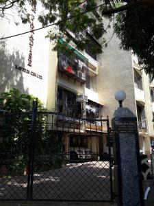 Gallery Cover Image of 570 Sq.ft 1 BHK Apartment for rent in Andheri West for 35000