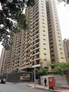 Gallery Cover Image of 675 Sq.ft 1 BHK Apartment for rent in Malad East for 35000