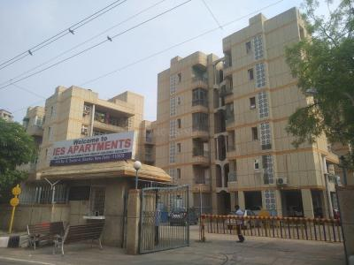 Gallery Cover Image of 1700 Sq.ft 3 BHK Apartment for rent in IES Officers Apartments, Sector 4 Dwarka for 25000