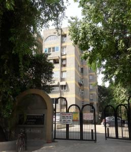 Gallery Cover Image of 1350 Sq.ft 2 BHK Apartment for buy in Rishi Apartments, Kalkaji for 16500000
