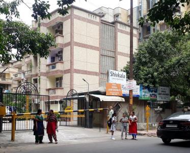 Gallery Cover Image of 2250 Sq.ft 4 BHK Apartment for rent in Shivkala Apartments, Sector 62 for 23000