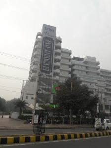 Gallery Cover Image of 671 Sq.ft 1 RK Apartment for buy in Satya Group Element One, Sector 47 for 12000000