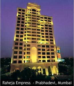 Gallery Cover Image of 1850 Sq.ft 3 BHK Apartment for rent in Raheja Empress, Prabhadevi for 260000
