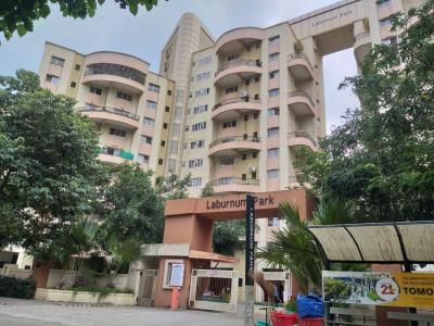 Gallery Cover Image of 2250 Sq.ft 3 BHK Apartment for buy in Magarpatta Laburnum Park, Magarpatta City for 20000000