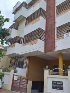 Gallery Cover Image of 1200 Sq.ft 2 BHK Apartment for rent in Raghava Royal, Kamala Nagar for 18000