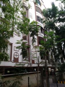 Gallery Cover Image of 1000 Sq.ft 2 BHK Apartment for buy in Padmaja Plaza, West Marredpally for 3500000
