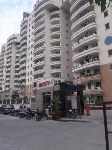 Gallery Cover Image of 2025 Sq.ft 3 BHK Apartment for rent in Ramprastha Max City, Vaishali for 25000