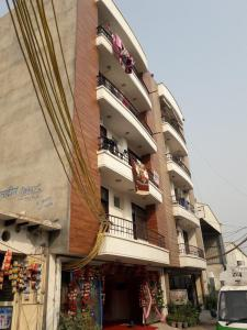 Gallery Cover Image of 1147 Sq.ft 2 BHK Apartment for rent in Deoasis Silver Pearl, Sector 28 Dwarka for 17000