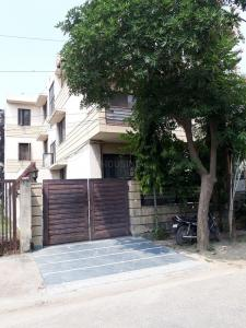 Gallery Cover Image of 10000 Sq.ft 10 BHK Independent House for buy in E-22, Sector 51 for 47000000