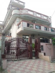 Gallery Cover Image of 1500 Sq.ft 3 BHK Independent Floor for rent in Chauhan Villa, Sector 122 for 18000