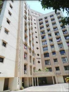 Gallery Cover Image of 900 Sq.ft 2 BHK Apartment for buy in Hiranandani Waldorf, Hiranandani Estate for 11500000